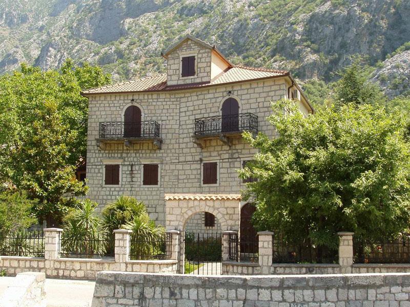 Дворец Радимир-Дабиновичей в Доброте