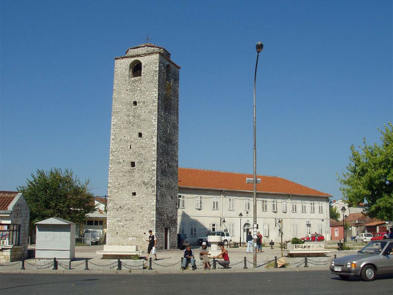 Турецкая башня Сахат-Кула доминирует в архитектуре Старого города