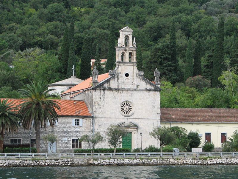 Церковь Святого Николая отличается красивой барочной архитектурой