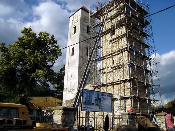 Церковь Святых Петра и Павла в момент восстановления второй башни