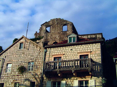 Остатки дворца Мазаровичей сегодня скрыты за более новыми строениями