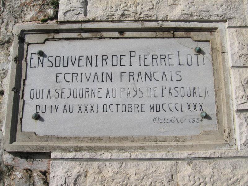 О пребывании в этом доме писателя Пьера Лоти свидетельствует памятная табличка