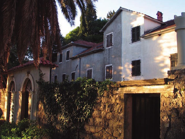Весь дворцовый комплекс в Баошичи обнесен старинной стеной