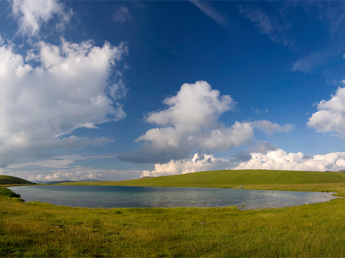 Вражье озеро очень богато рыбой и популярно среди черногорских рыбаков