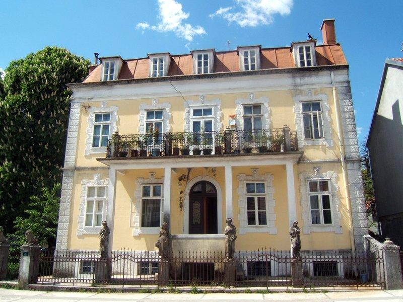"""Дом Марка Джукановича также известен как дворец """"Времена года"""""""
