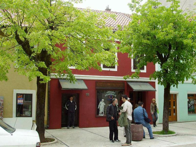 Первая черногорская аптека работает в Цетине и по сей день
