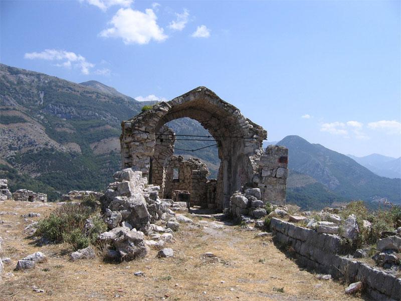 Церковь Святого Дмитрия сегодня пребывает в разрушенном состоянии