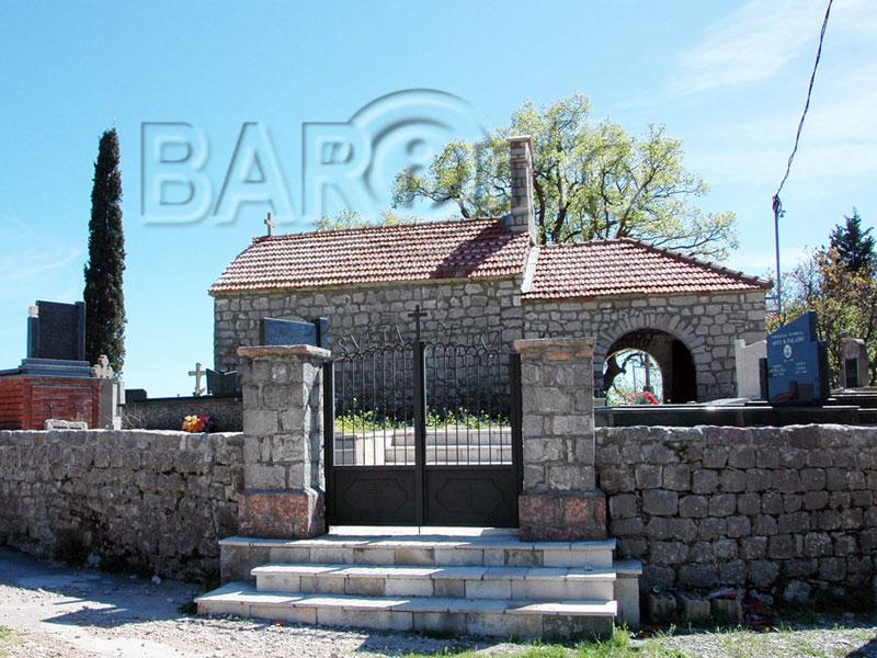 Церковь Святой Параскевы является частью старинного кладбища