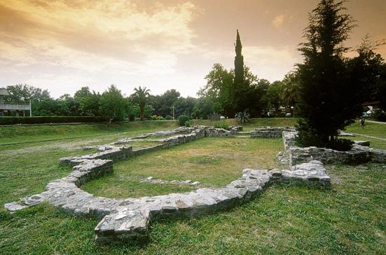 Сегодня от старинной барской церкви VI века остались только очертания фундамента