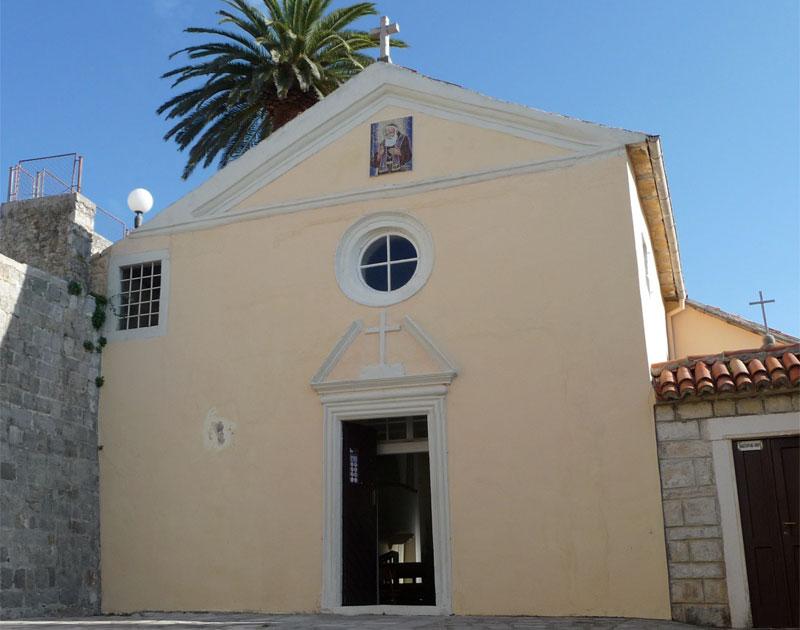 Церковь Святого Леопольда - это дань памяти родившемуся в Херцег-Нови монаху Леопольду Мандичу