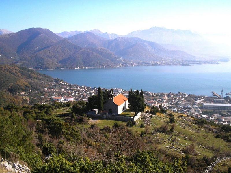 Церковь Святого Петра построена на вершине высокой горы