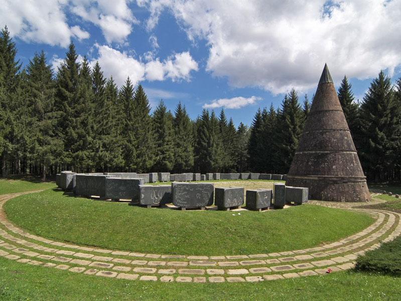 Памятник на горе Ясиковац - символ борьбы за свободу нескольких поколений жителей Беране