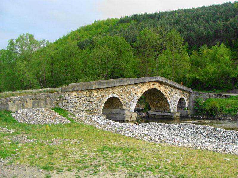 Каменный мост через реку Быстрица - наследие эпохи Османской империи