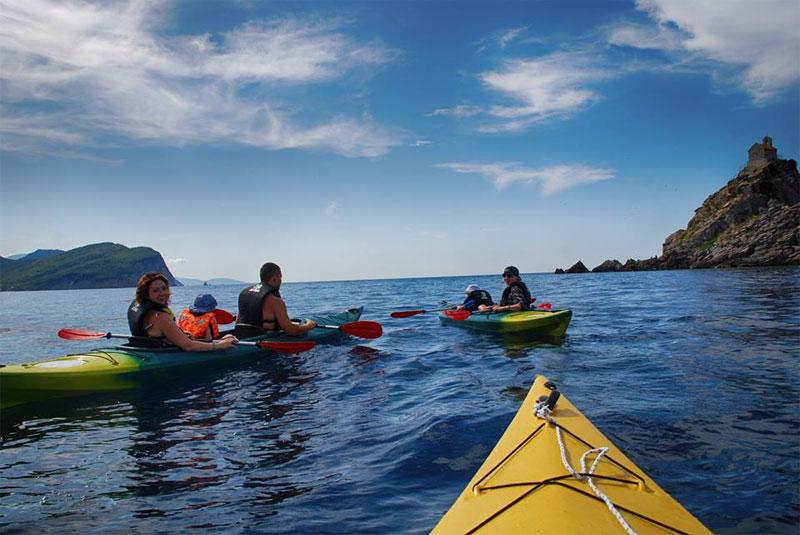 Морские прогулки на каяках отличный отдых для всей семьи